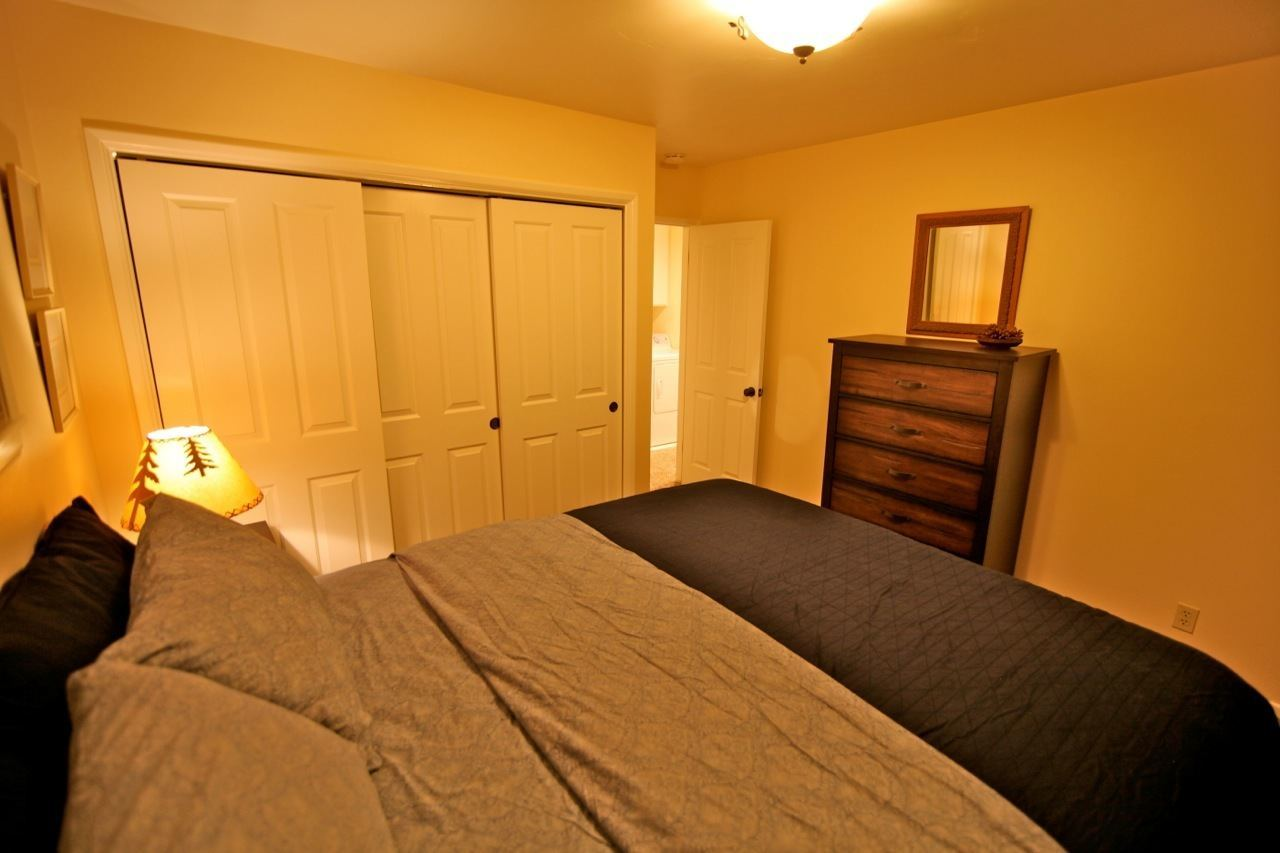 Lake arrowhead vacation rentals lake arrowhead vacation for Guest room bed size