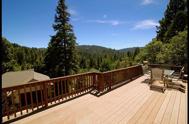 Incredible views of the mountains from the deck!