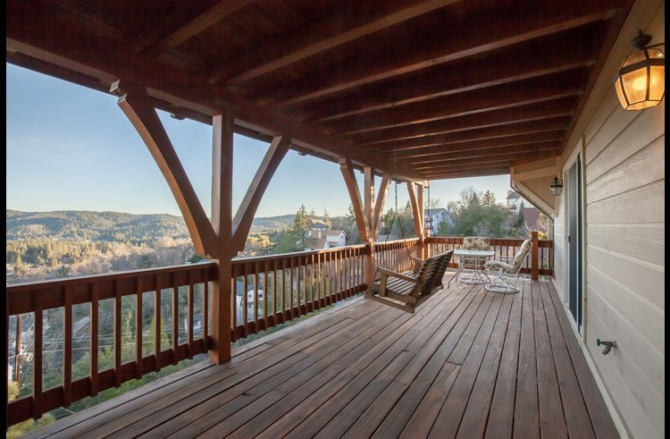 Large deck to enjoy the panoramic views