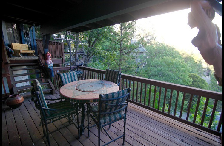 Sitting area on middle level deck