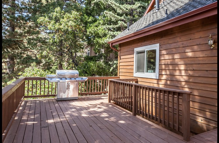 Tons of deck space with a natural gas BBQ