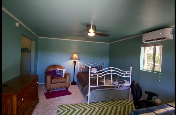 Guest cottage with queen bed