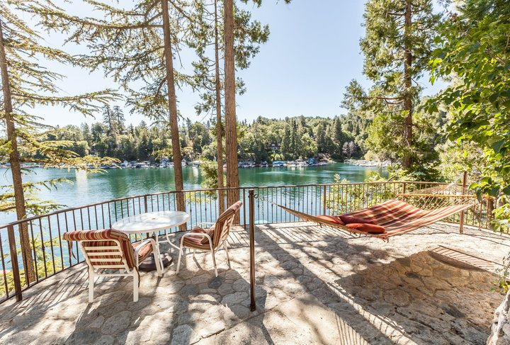 Emerald Bay Lakefront Lodge - stunning views of the lake!
