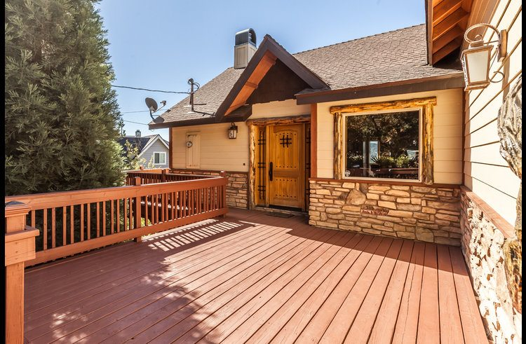 Large level deck in the front of the home