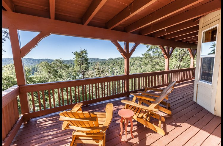 Patio furniture to enjoy lower level deck