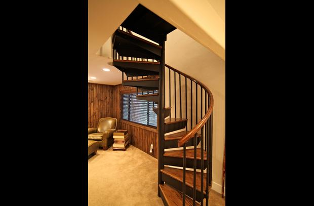Spiral staircase to upper level