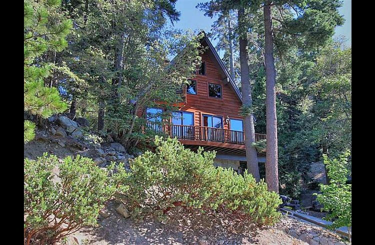 Running Stream Chalet nestled in the trees!