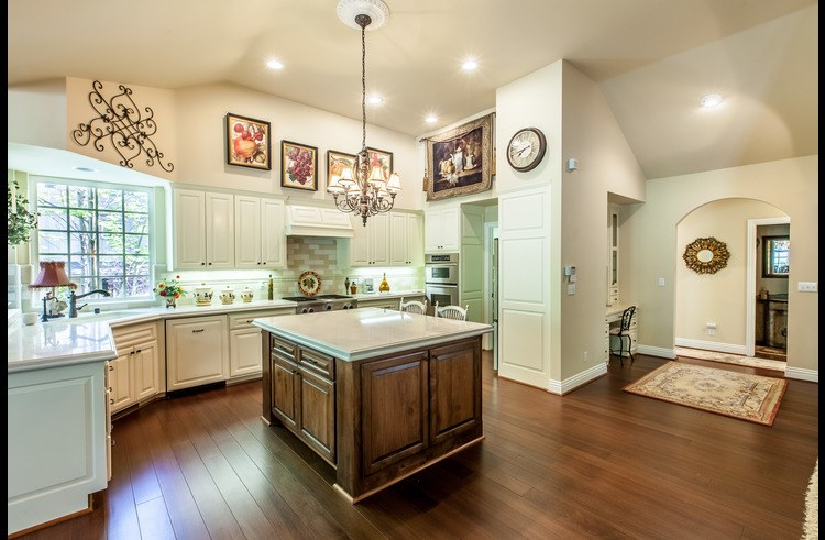 Large island in the kitchen...great for entertaining!