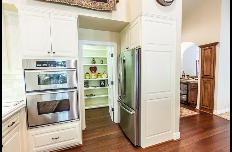 Stainless steel appliances throughout