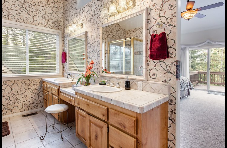 Attached master bath with vanity and double sinks
