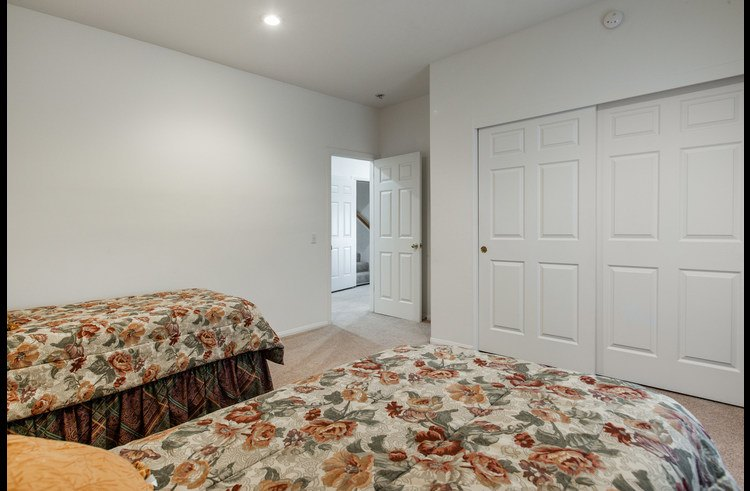 Guest room 4 with two twin beds