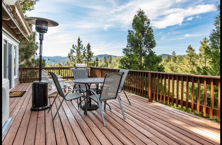 Large deck to enjoy outdoor space