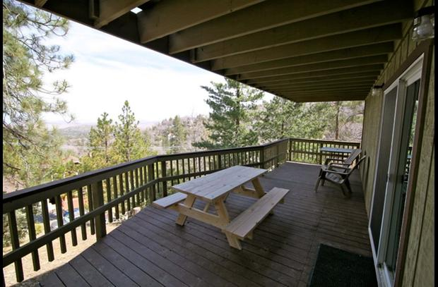 Large deck on lower level with picnic table