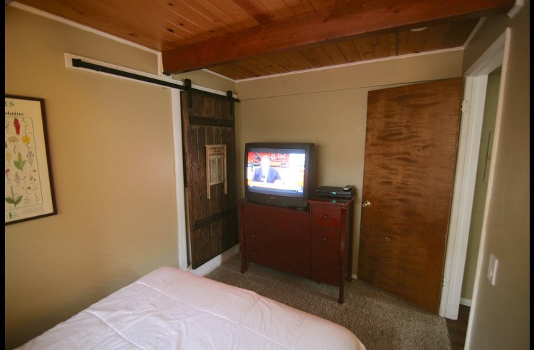Guest room 4 on lower level with TV