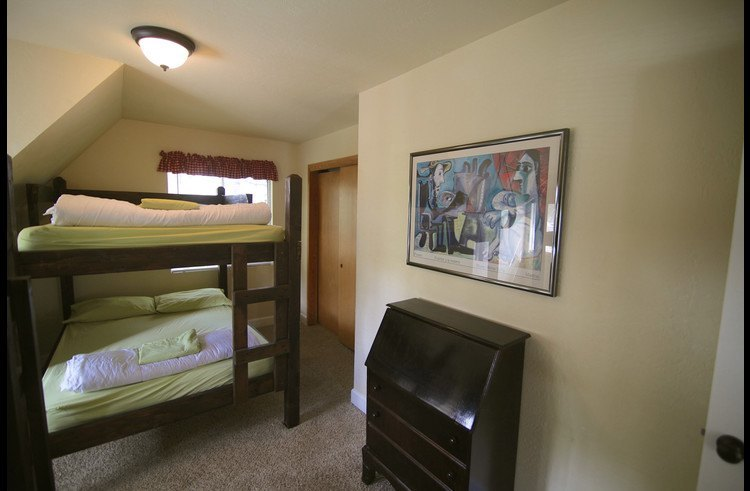 Bunk bed with 2 full size mattresses