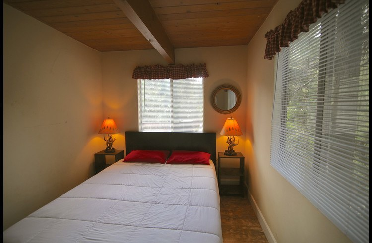Guest room1 with queen bed