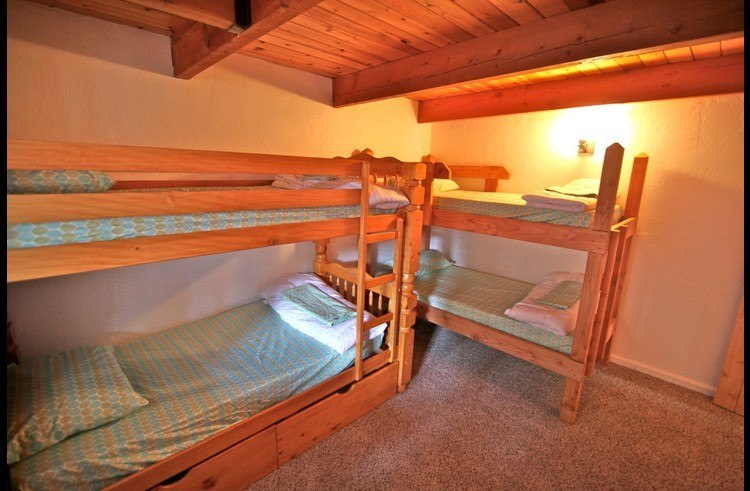 Guest room 2 - two twin bunks