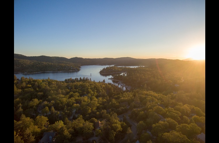 Drone footage of Lake Arrowhead above the Yellowstone Lodge
